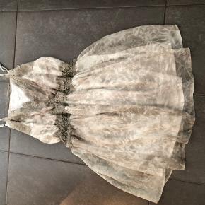 Helt ny Buch kjole dog er tags taget af  Ikke lige mig og alt for stor  Men sød det er den  Prisen er fast