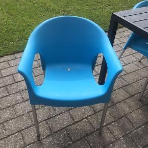 SØGER 6 nye stole i sort ell anden neutral farve☀️ BYTTET MED DISSE 6 TURKISE STOLE