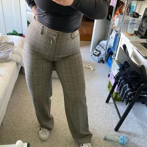 Helt nye bukser med brede ben fra Zara i grå/sort/kobber tern. Super flotte og bløde at have på