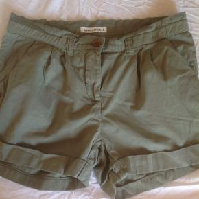 armed angels shorts. They are a nice neutral green color. They have pockets and are lovely for summer. Armed angels is a well known ecological,  I would say, brand.  It's 100% cotton.