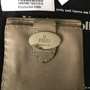 Vintage Fendi pung fra Vestiaire Collective. Authenticated, verified and inspected.