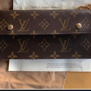 Absolut ny Accordeon pung fra Louis Vuitton.  Alt følger med inkl. kvittering.  Aldrig brugt!!!! Prisen er 3200kr