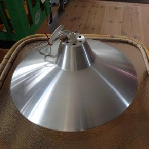 1960'er loftslampe i fin stand. Ø 35 H 18 cm.