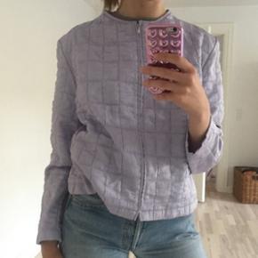 Lilla vintage jakke / cardigan. God stand. Jeg bruger str. S (til reference).