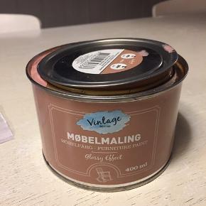 Træmaling, møbelmaling, aldrig brugt kun åbnet for at se farven som er gammelrosa, rækkeevne 3-5 m2, 400 ml