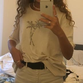 T-shirt med palmer.  Str. S-M