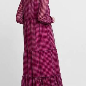 Rèsumè maxikjole- pink str.M sammen med underkjoler