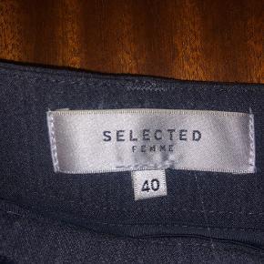 Bukser fra Selected. Fremstår som nye. Str. 40