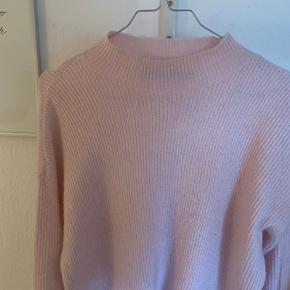 Sælger denne lækre sweater da jeg ikke får den brugt, er meget åben overfor bud:)