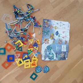 Super fedt magnetsik legetøj fra geomag   Til mange timers kreativ leg   sælges samlet for kun 230 kr fast pris   Afhentning på adressen i Hvidovre