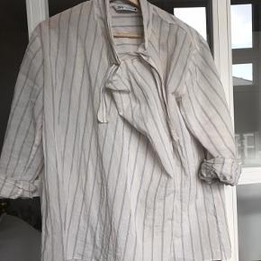Fin skjorte / bluse. Brugt 1 gang.  Nypris 449. Ca en måned siden.  Køber betaler Porto.