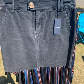 Pcsina kort denim nederdel.