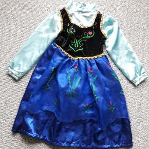 Kjole str 140 Anna kjole fra Frost  Næsten som ny  Fra røgfrit og dyrefrit hjem