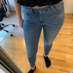 Super lækre jeans fra ONLY, der sidder rigtig godt. Normalt taljet 30/32