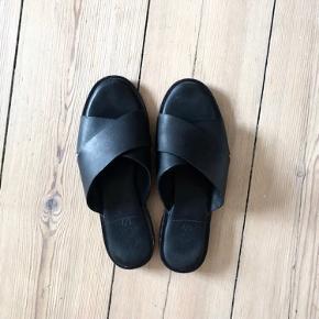 COS sandaler