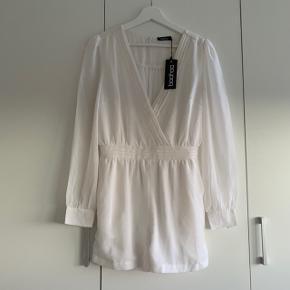 Fin hvid buksedragt.  Pris fast uden fragt. Tages ikke flere billeder    #30dayssellout