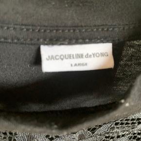 Fin bluse med fine detaljer:-)