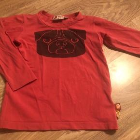 Lækker bluse fra danefæ-dyr cph str 5 år. Rigtig flot i farven. Farven er flot cherise rød.