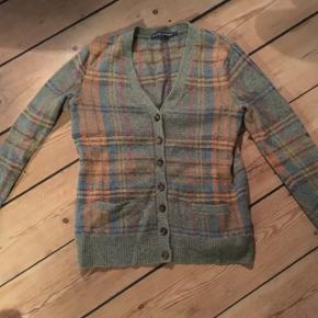 Lækreste cardigan fra Ralph Lauren i lækker uld og Angora blanding. Kan passes af de størrelser🌻