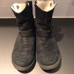 Lækre varme støvler. Pæn stand. Brugt sparsomt