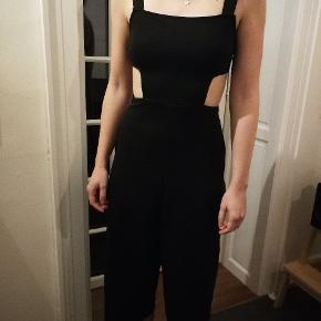 Lidt lille i størrelsen. 3/4 bukseben.  Perfekt til #nytår 😍