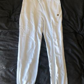 Golf Wang sweatpants, er aldrig blevet brugt, da det var fejlforsendelse fra Golf's side.  Er i perfekt stand, og er super behagelige hvis man er til sweatpants
