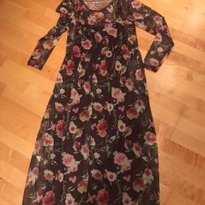 Lang kjole i 2 lag. Fejlkøb.