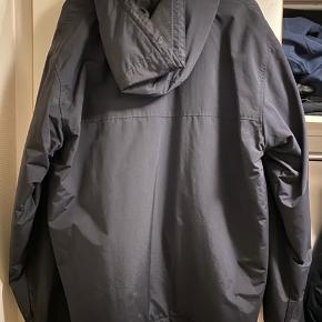 Fed Carhartt Nimbus pullover, i sort og xxl. Brugt et få antal gange da den er lidt for lille til mig. Bemærk det er vinterudgaven med for!