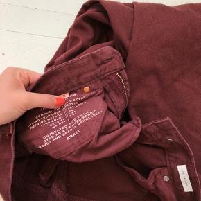 Sælger mine fine jeans fra arket str. 26 i en meget flot rød rolig farve.