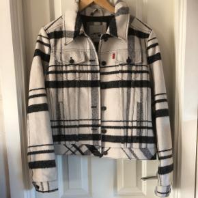 "Uld/polyester jakke ""trucker"" model : White Plaid, foretPasser str medium/large ny med mærke"