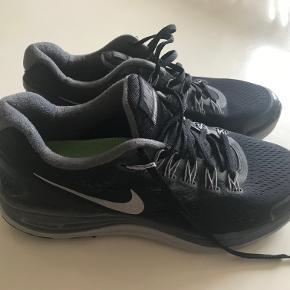 Nike Lunarlon løbesko. Sort/grå. Meget lidt brugt. Små i størrelsen