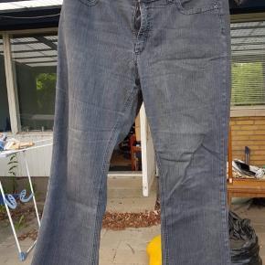 Grå jeans fra Jackie.