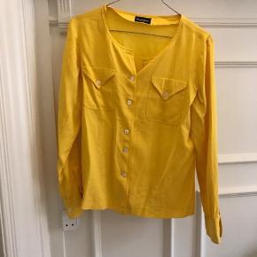 Vintage Franck Olivier Paris, skjorte i gul. Meget god kvalitet