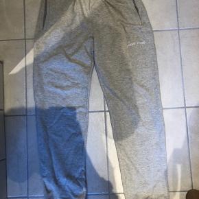 Lækre sweatpants fra Annie Hood i super kvalitet. Sælger da de ikke bliver brugt. Pris 500kr