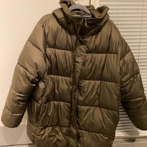 Oversized puffer jakke sælges grundet vægttab! Sender gerne på købers regning