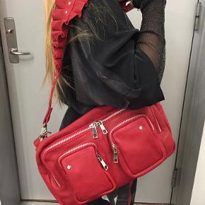 Super sej taske fra nunoo, som har den fedeste rem! BYD endelig. Ingen brugsspor at bemærke✨