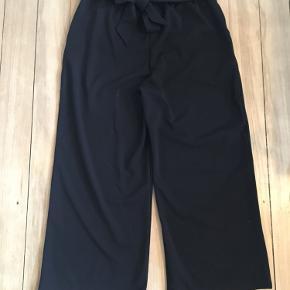 Super fine bukser fra B.YOUNG str L med bindebånd 🍂