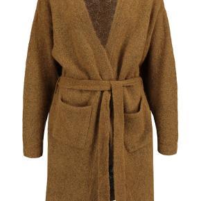 Sælger denne smukke super lækre MOHAIR sweater cardigan fra Gestuz. Style: OBA Cardigan.  sweateren er aldrig brugt stadig med prismærke på. Nypris: 1500 ,-