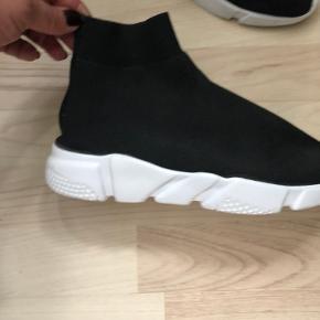 ICHI sneakers