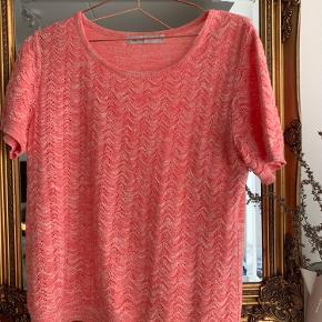 Super fin strik t-shirt!!! Np:300 Mp: 150 Cond: 9/10