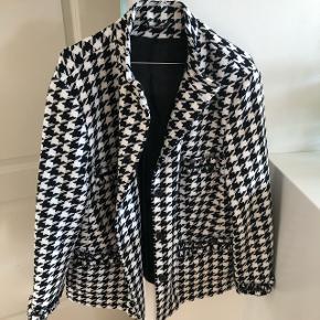 Mønstret sort/hvid jakke Fra ukendt mærke Aldrig brugt, 10/10  Byd🙏🏽