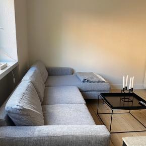 Bolia scandinavia 3. pers chaiselong sofa.   Trænger til rens.   Nypris 25.000kr  Sælges for 3000kr kan afhentes i Odense.