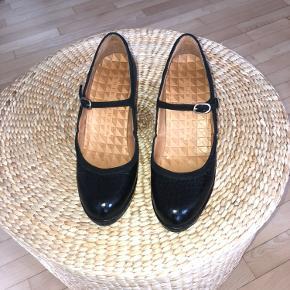 Fede heels brugt en halv aften, da de desværre viste sig at være for små. I absolut stand som nye.
