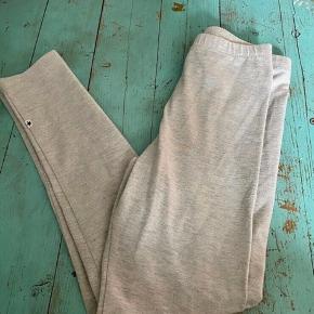 Molo leggings bukser 128  - fast pris -køb 4 annoncer og den billigste er gratis - kan afhentes på Mimersgade 111 - sender gerne hvis du betaler Porto - mødes ikke andre steder - bytter ikke