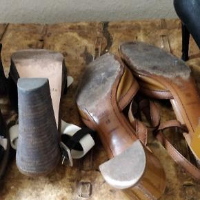 Super flotte Prada slippers, de har været brugt omkring 8 gange er stadig i flot stand, sælges for 800,-(fast pris) de sorte støvle sandal fra acne, har et lille nøk bagerst på hælen skal nævnes, men ikke noget som ses sælges til 700(fast pris) sorte sandaler fra Marco' polo, har plato er brugt 2 gange sælges for 450,-. Mødes gerne for at handle eller pay. Ved TS handel betaler køber gebyr