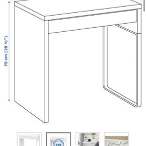 Har blot stået og bliver ikke rigtig brugt til andet end opbevaring. Sælges derfor. Kan bruges som et lille skrivebord eller perfekt til børneværelset.