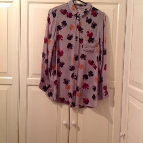 Flot Ganni skjorte sælges, byd gerne