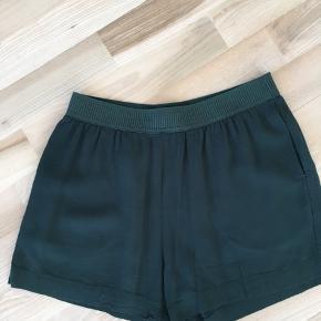 Lækre shorts fra Samsøe i str. S (fitter XS/S) 🎈 Kan afhentes i Mørkhøj eller sendes med DAO for 37 kr. 🌻