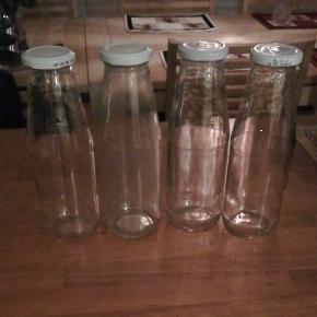 4 glasflasker til Ca 1 liter. Kom og hent