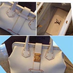 Varetype: Håndtaske Størrelse: X Farve: Hvid Prisen angivet er inklusiv forsendelse.  Smuk hvid Louis Vuitton (Ingenieux pm) - brugt et par gange - kan dog ikke ses. Pris i dag 25.800 - kvit haves.